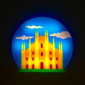 Milano - scultura luminosa in perspex e neon disponibile presso la galleria Deodato Arte