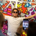 Romero Britto visita la Galleria Deodato Arte di Como
